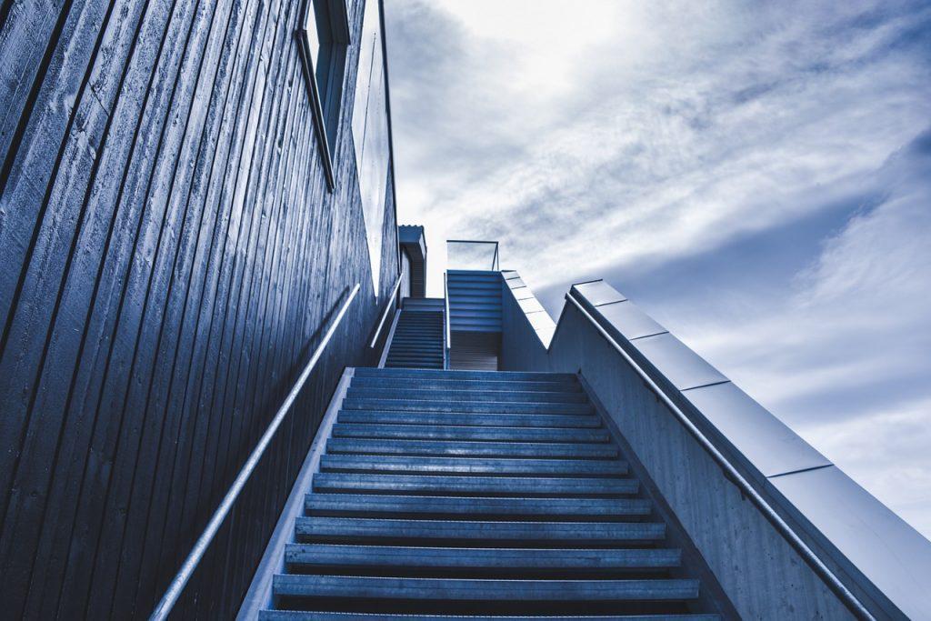 Anti Rutschstreifen Treppe, stellt endlich kein Sicherheitsrisiko mehr da